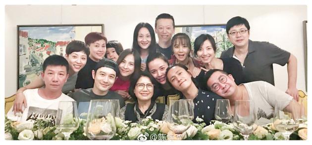 陈坤晒北电96级聚会照 桃李满天下 最幸福的应该是老师!