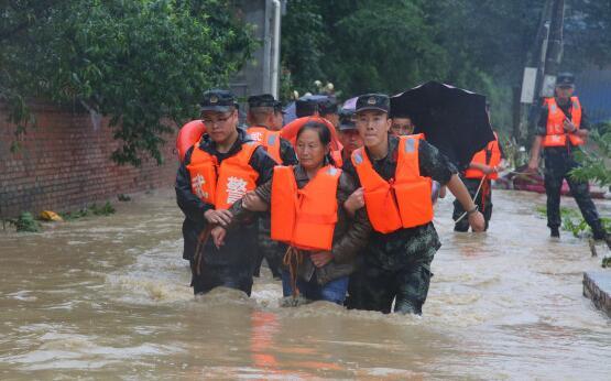 患难见真情!四川绵阳发生洪水 武警官兵抗洪救灾保群众安康