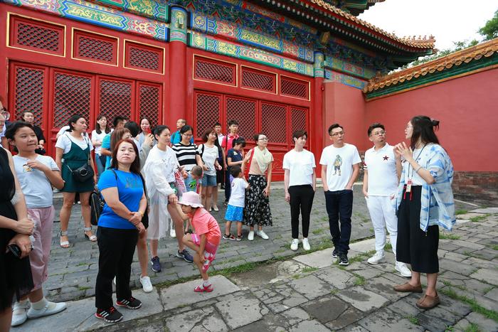 """网友故宫偶遇刘烨 原来是和张浩天马兴文一起帮自闭症儿童""""进宫找瑞兽"""""""