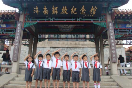 不忘初心、牢记使命------泉新小学红宝小队员在行动