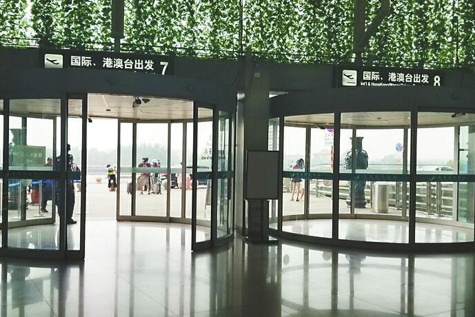 济南国际机场航站楼二楼4处出口昨起开放