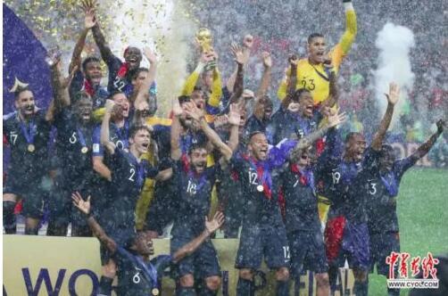 世界杯颁奖下暴雨 高卢雄鸡久旱逢甘霖时隔二淘宝代理什么好十年再夺冠