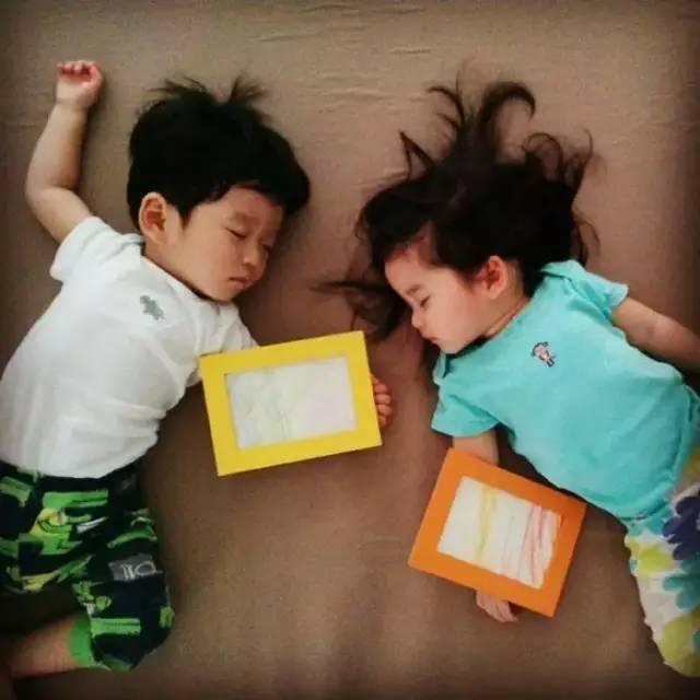 孩子跟谁睡竟决定他一生的性格