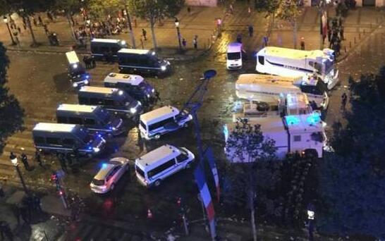 悲喜交加一夜!巴黎狂欢发生暴乱...