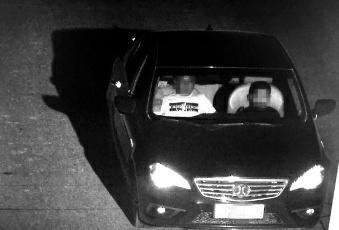 男子坐副驾驶让10岁儿子开车回家...