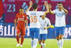 鲁能2:1亚泰 联赛八轮不败 登顶以团队的名义