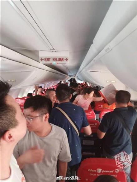 到底去不去巴厘岛?飞机三度未能起飞 小乘客被折腾一天一夜开始流鼻血