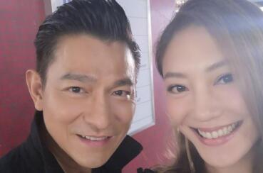 刘德华合影应采儿 两人参演《扫毒2天地对决》期间亲密合影