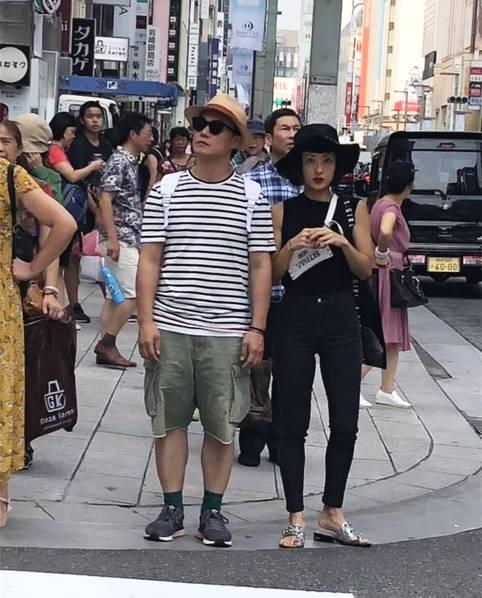 陈奕迅与老婆逛街.