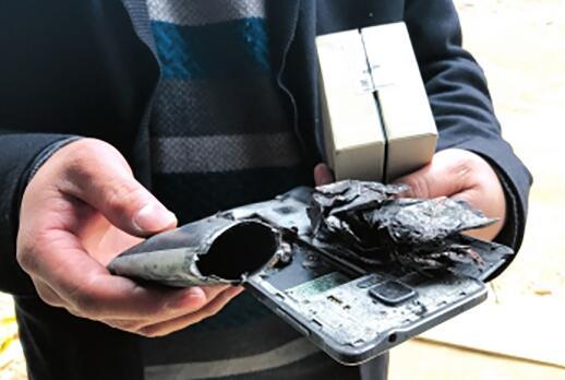 三星手机爆炸致贵州女孩伤残 家属:三星未鉴定就说电池有假