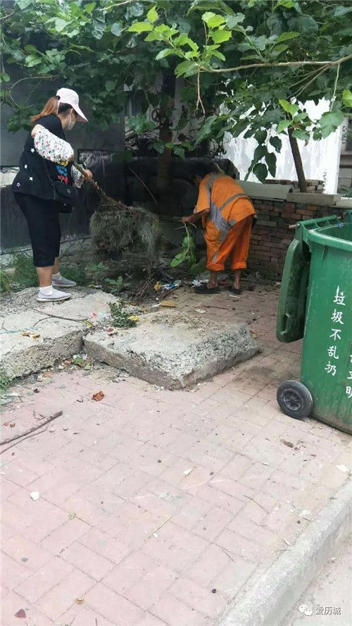 东风街道:向老旧小区环卫顽疾宣战