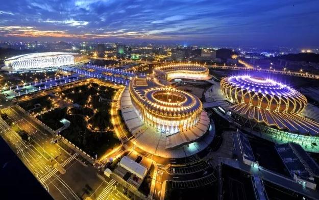 诗意的建筑风情——东荷西柳