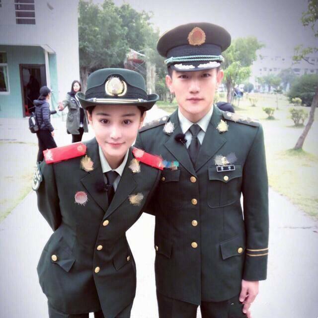 荣升军嫂!张馨予宣布结婚 帅气的特种兵老公是名副其实的军三代
