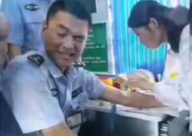 疼skr人!献血疼成警察表情大全被表情赞萌萌nba带字蜀黍包搞笑网友图片