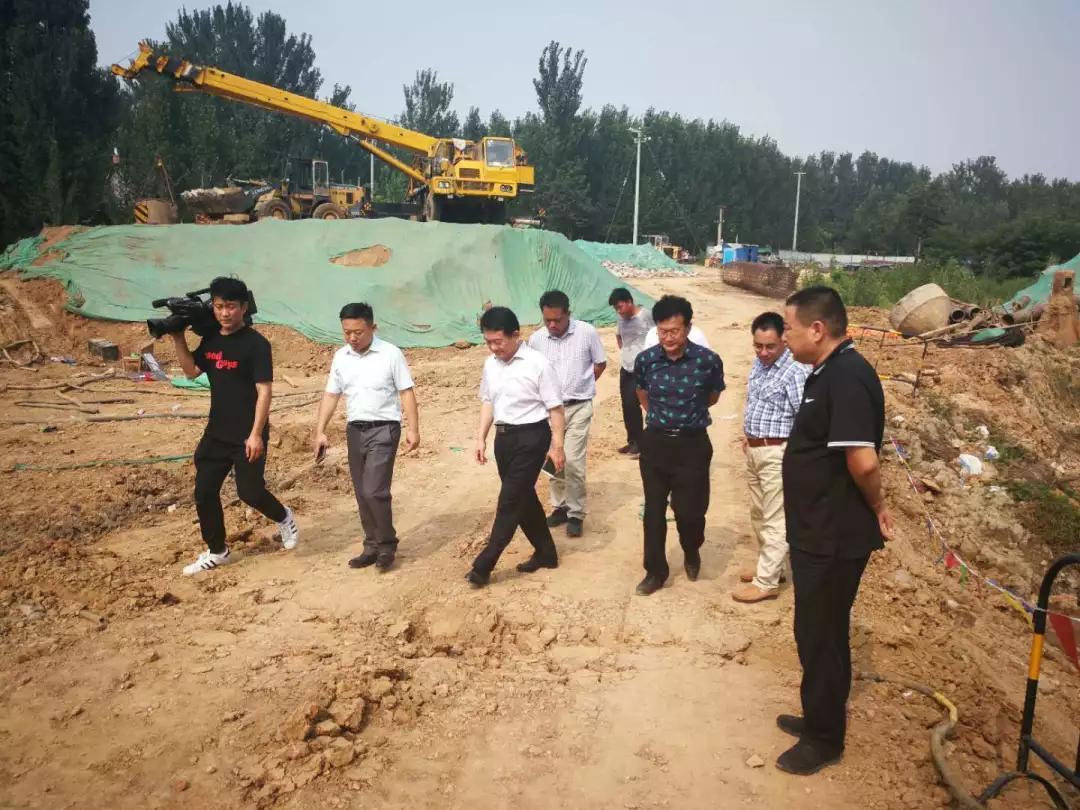历城副区长李金国到董家街道察看巨野河、杨家河情况