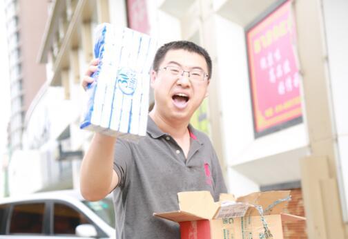 北京小伙一天收获808件包裹,成为苏宁拼购大王