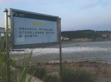 血的教训!网红沙滩再发事故 每天到河滩来游玩的达200人