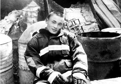 从军12年参与抢险3000余次 消防员回乡探亲时救人牺牲