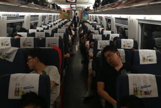 具体原因及详情如何?京沪高铁再发故障 G40受大风刮起彩钢板撞击