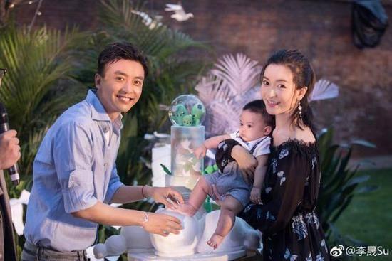 李佳航儿子百日宴 网友:大家注意贾乃亮他变成熟了