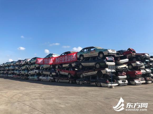 场面壮观!上海销毁克隆出租车 400辆汽车叠罗汉转瞬间被销毁成渣