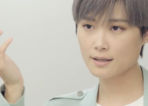 如何定义偶像?李宇春对话许知远 选秀节目爆火背后另有隐情?