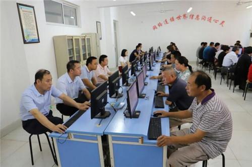 董家街道组织应考党员开展十九大知识模拟考试