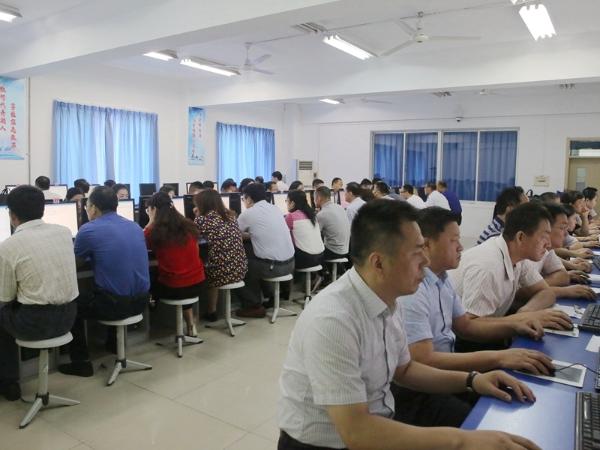 历下区组织机关党员干部进行学习党的十九大报告考试
