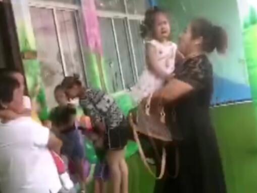 人生第一步!幼儿园开学第一天 嚎哭、狂奔、咬园长上演史诗级