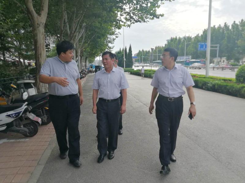 马玉星同志察看工业南路环境整治提升工作