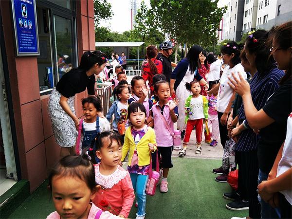 遇见最美的自己——济南市槐荫区大金新苑幼儿园教师节活动