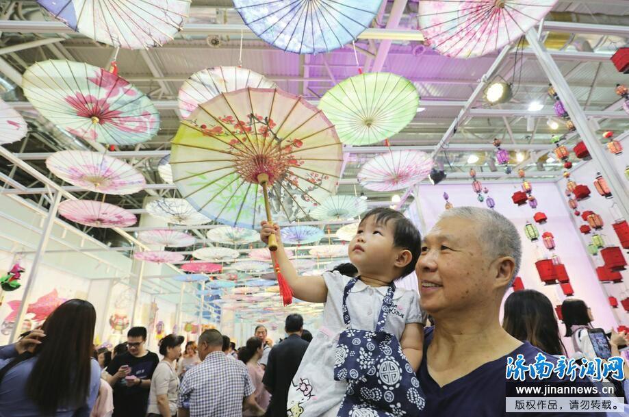 """融入现代生活的""""非遗""""——第五届中国非遗博览会现场扫描"""