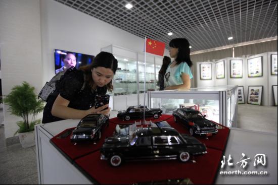 """101汽车文化广场带采风团体验""""车世界""""里的速度与激情"""