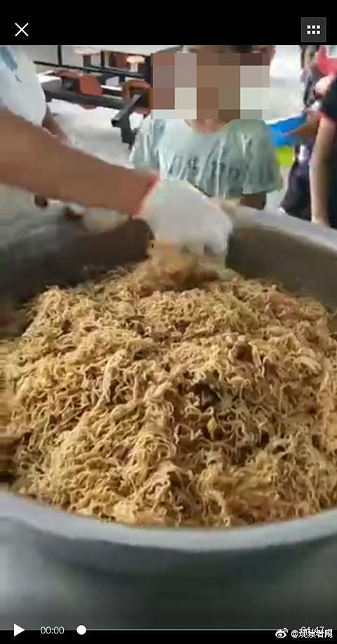 细思极恐!营养餐变素面 水煮土豆萝卜具体怎么回事