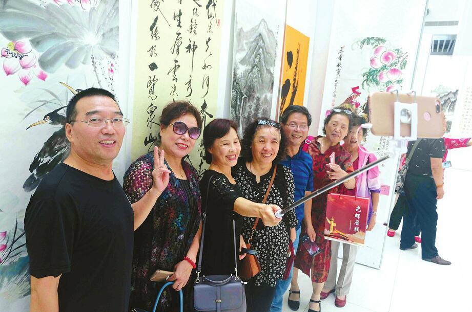纪念改革开放40周年暨济南解放70周年、《济南日报》创刊70周年书画展开幕