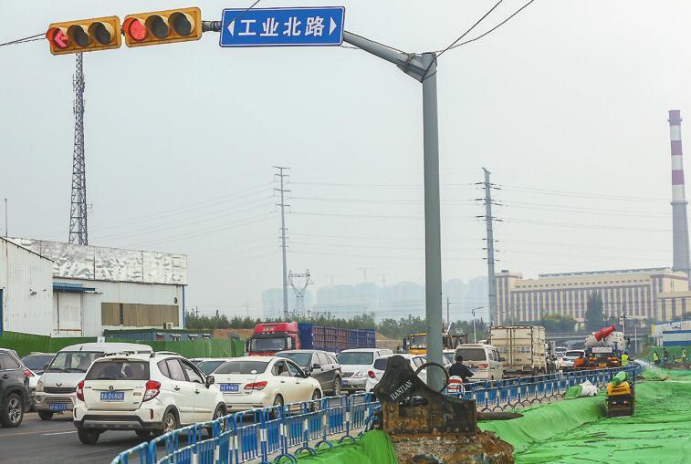 """工业北路""""拔堵"""" 机场路口改造开工"""