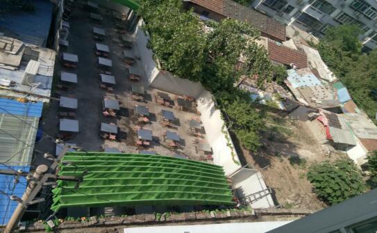 道德街北辛西街16号闲置空地变身停车场