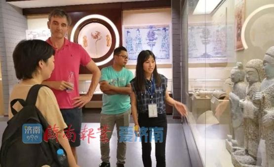 850件文物9000年历史!外国专家学者参观济南考古馆