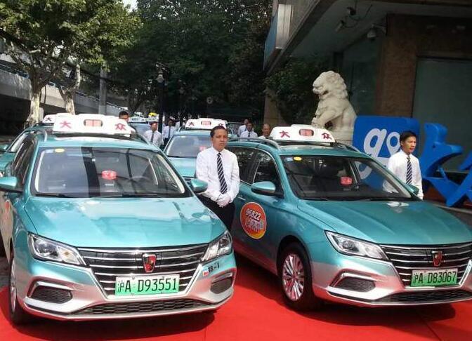 上海首批纯电动出租车试运营起步价16元 驾驶员正前方设智能后视镜保障安全