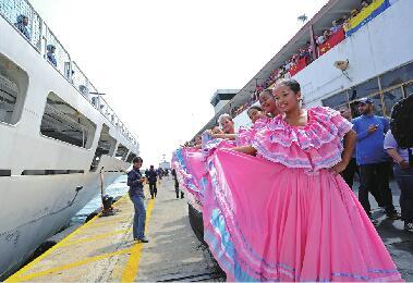 中国海军舰艇首访委内瑞拉