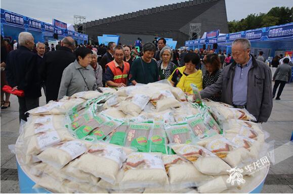 【9·28 嗨GO吧】云阳县第四届9·28电商节狂欢开幕 十万农特产抢购正酣