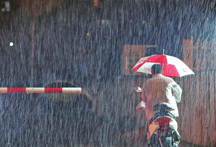 国庆过后 济南急雨浇城 气温骤降