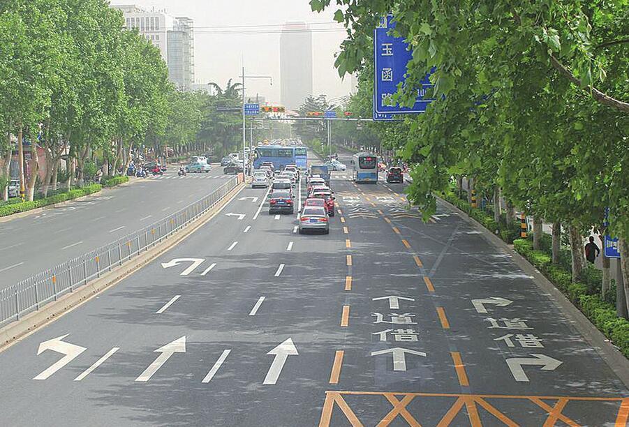 标划出一道崭新的风景线;整合,升级交通标志5000余面,让泉城的道路