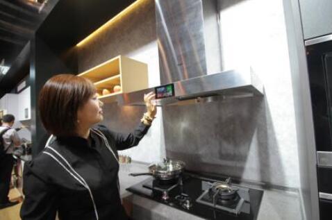 海尔高端智慧成套厨电亮相CIKB展