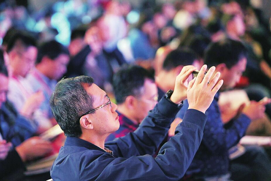 最强大脑 泉城论新 首届中国新媒体发展年会在济南举行