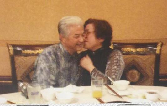 邓紫棋晒外公外婆照片 两位老人露出慈祥幸福的笑容