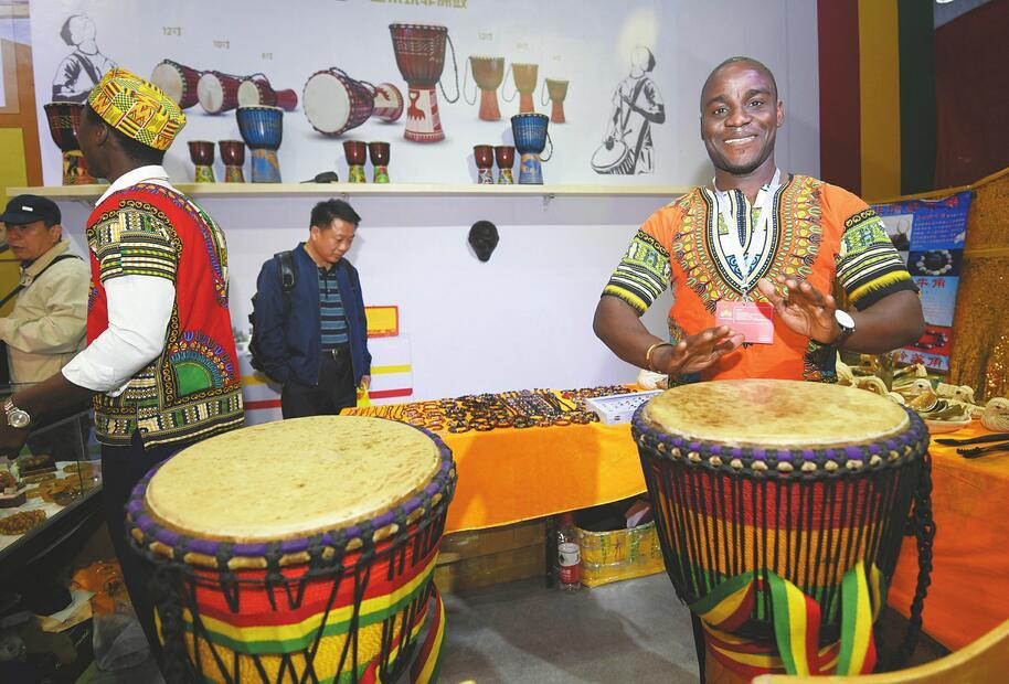 文博会:德国钟表,非洲木雕,伊朗手工艺品……异域风情
