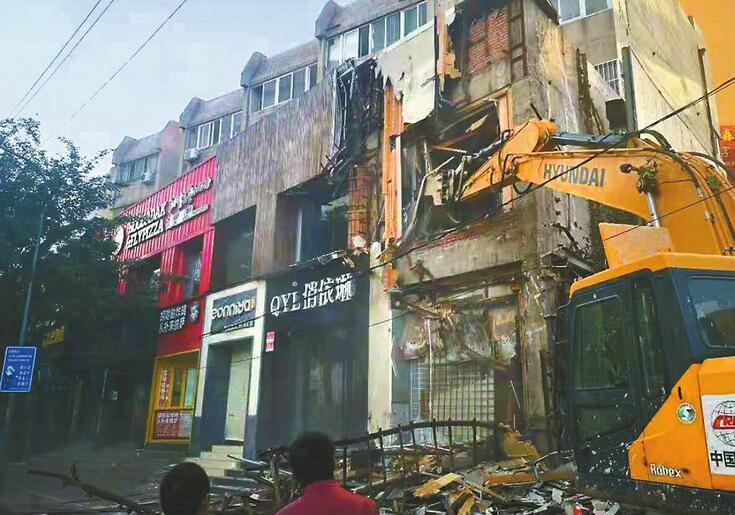 佛山街北口千余平方米违建开拆 涉3个门牌号十余家店铺