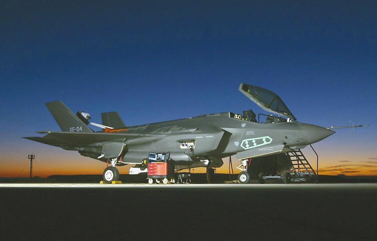 摔不起!美军停飞所有F-35战机 初步调查显示首例坠机是发动机油管故障