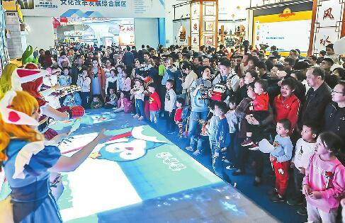 """文博会周末免费逛 外地游客坐高铁来""""打卡"""""""